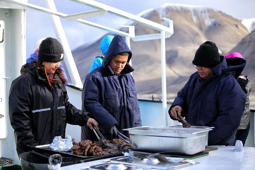 Svalbard, jedzenie na statku