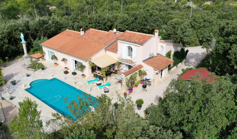 Villa avec piscine et terrasse Sainte-Anastasie-sur-Issole