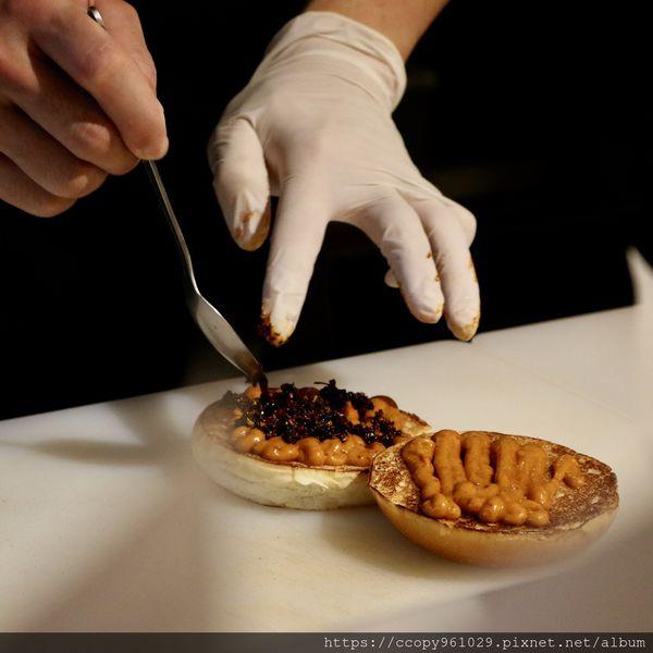 道地 不足以形容的美味,來BURGER OUT吃美式炸雞漢堡信義區美式餐廳推薦