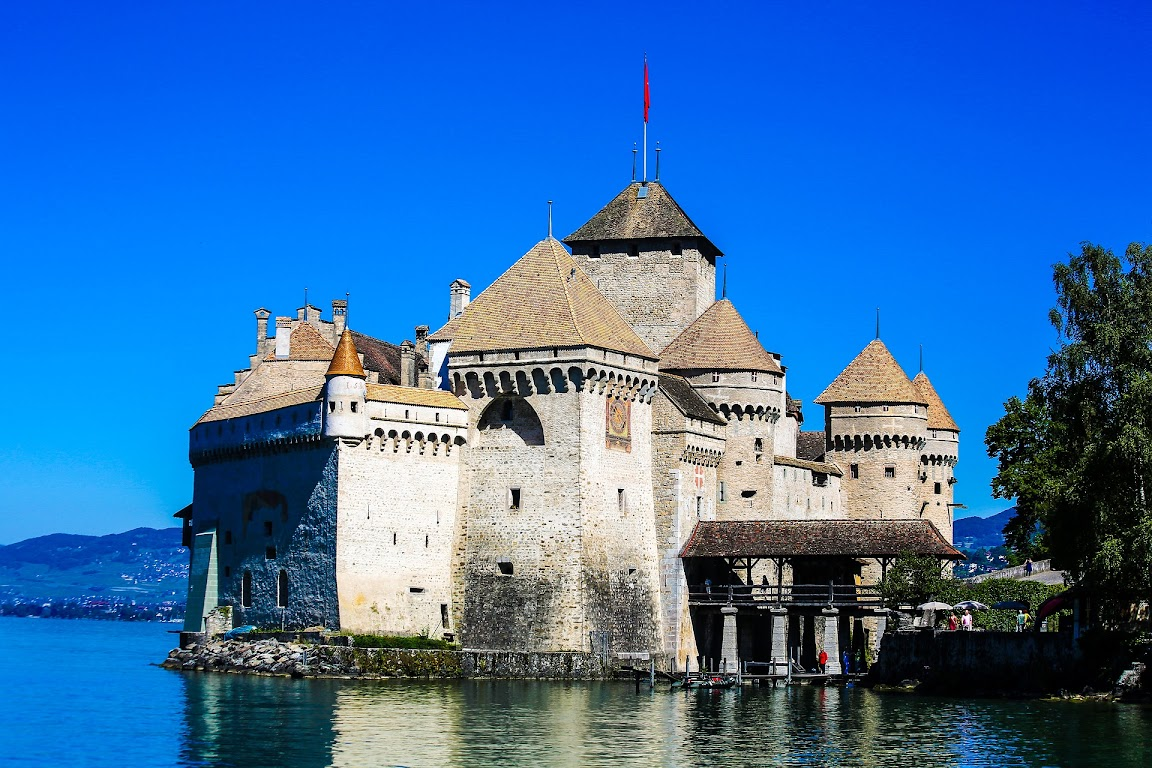 Top 10 Attractions to Visit in Switzerland: Chateau de Chillon