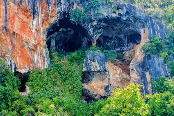 Explore the caves at Koh Talabeng