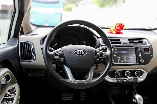Vô lăng của Kia Rio sedan 2016