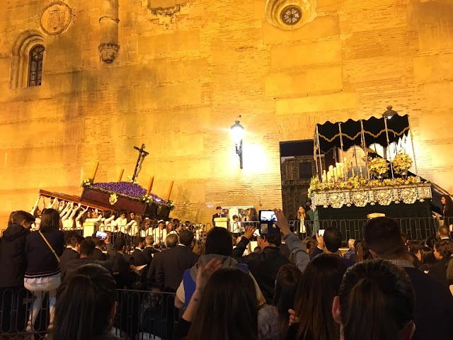 Momento del desfile procesional de la Hermandad de los Perdones.