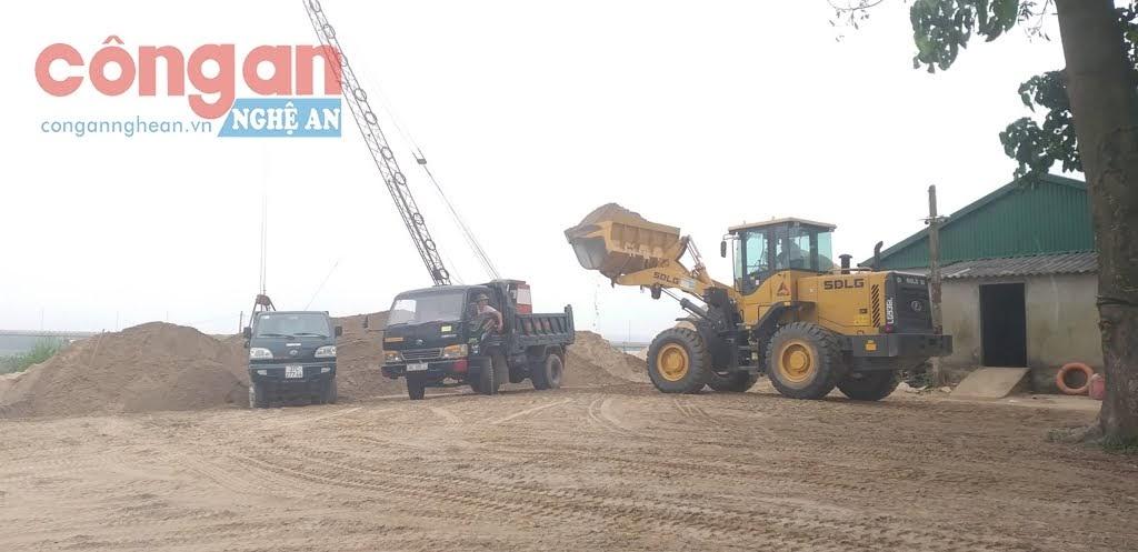 Bến cát chưa được cấp phép hoạt động bến thủy nội địa của hộ gia đình ông Phú tại xã Trung Phúc Cường, huyện Nam Đàn