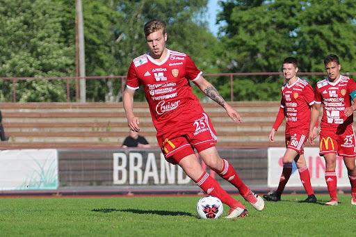 Joonas Meura onnistui pilkussa Kaarinassa ja johti joukkuetta mallikkaasti kapteenina. Kuva: Urheilusuomi.com