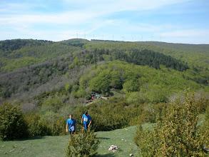 Photo: primeros metros de la subida final a la Higa, detrás queda el avituallamiento y los bosques por los que hemos gozado corriendo.