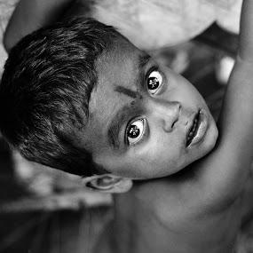 Eyes says it all!! by Saravanakumar Thangavelu - Babies & Children Child Portraits ( expression, people, eyes )