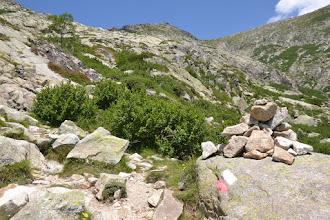 Photo: táto časť trasy už súčastou legendárnej korzickej diaľkovej trasy GR 20, čo označuje čeveno-biele značenie