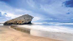 Mónsul, una de las tres playas de Almería seleccionada por los lectores del suplemento.
