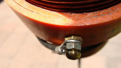 Photo: Detalle de conección superior, perno de bronce.