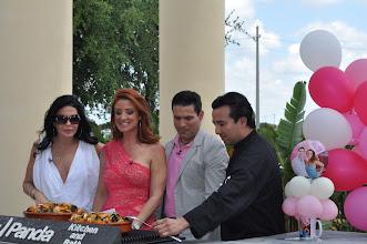 Photo: Un Momento Especial de Cocina. Acceso Total en su Primer Aniversario. Decoraciones : http://www.BestPartyPlanner.net