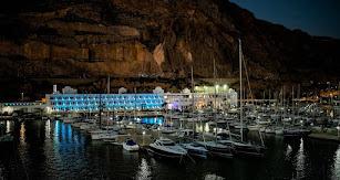 Hotel Moon, situado en el Puerto de Aguadulce.
