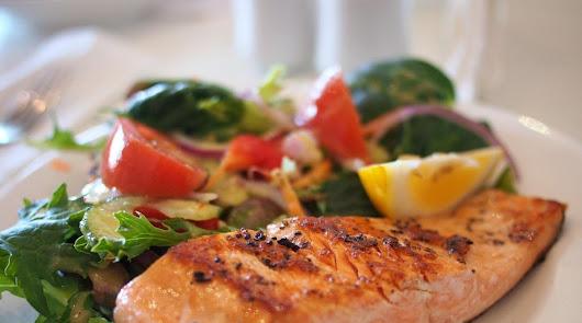 Lentejas con verduras al curry y papillote de merluza: tu menú del lunes