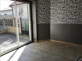 maison à Roumazières-Loubert (16)