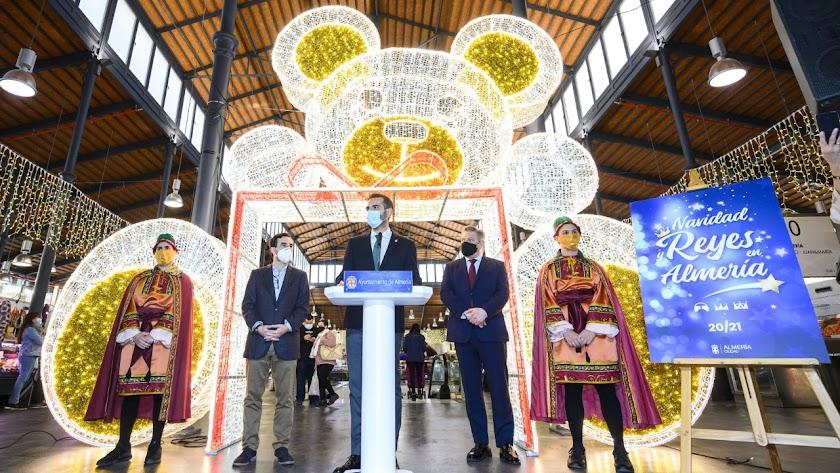 Presentación de la programación navideña y encendido de la iluminación especial del Mercado Central.
