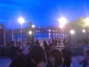 Photo: salida del polideportivo de sestao de noche y algunas cabezas conocidas...