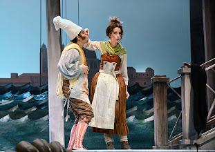 Photo: EINE NACHT IN VENEDIG / Wiener Volksoper. Inszenierung: Hinrich Horstkotte, Premiere 14.12.2013. Michael Havlicek, Johanna Arrouas. Foto: Barbara Zeininger
