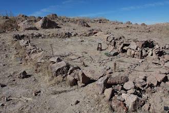 Photo: Pagos en cerro Baul - Observar detalles: Pozo de agua, canchita de futbol, entre otros Torata Moquegua (28 y 29-Julio-2012)