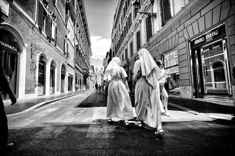 Via Condotti di Marcello Zavalloni