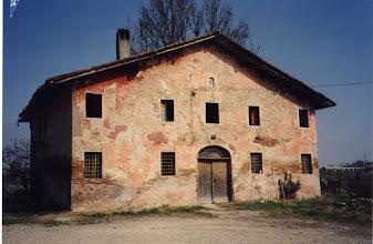 Photo: Castello d'Argile, via Croce, casa demolita anni fa. Ora ci sono nuove abitazioni di via della Famiglia