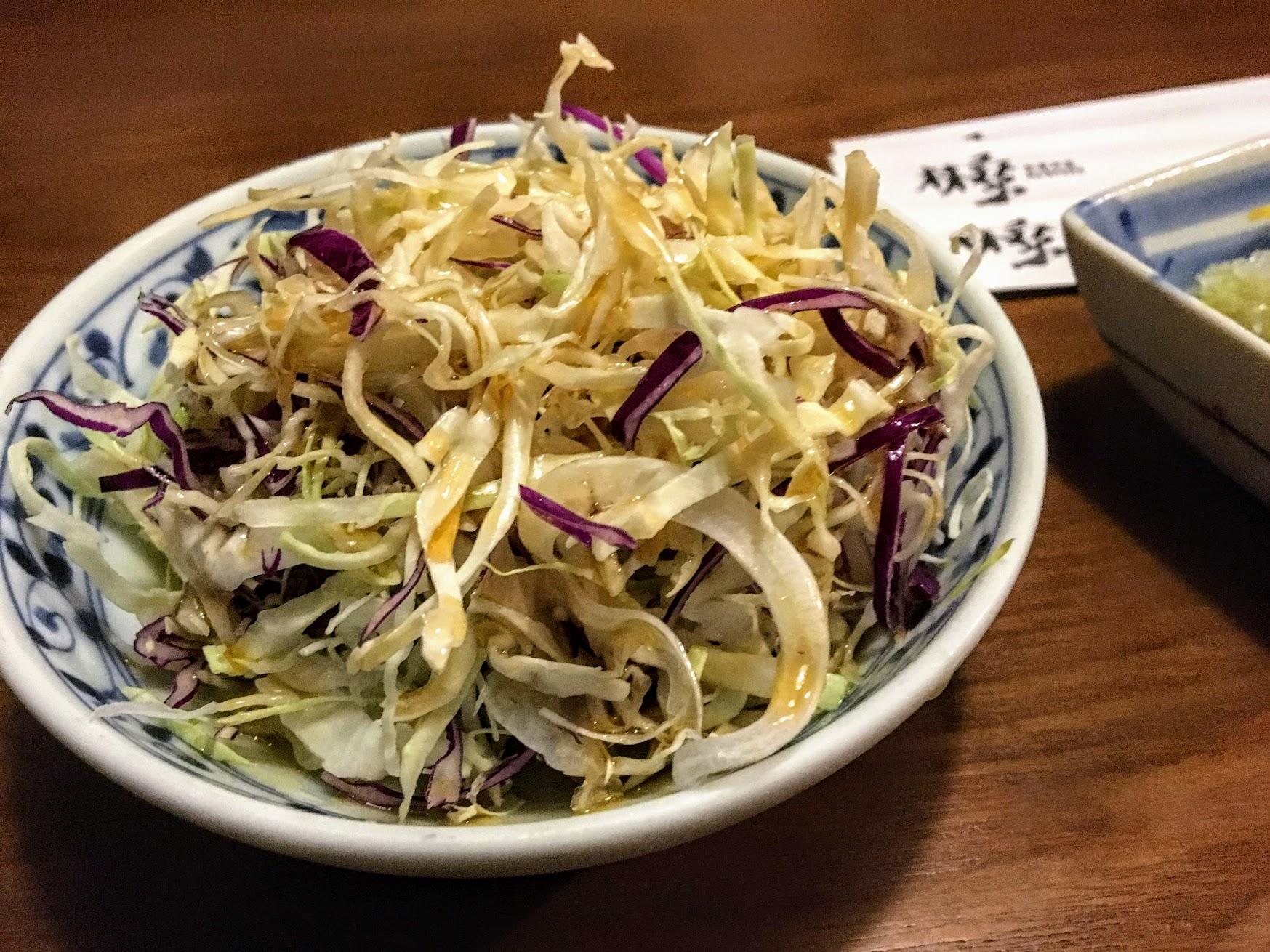 贈送的前菜,是清爽的生菜沙拉