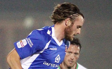 Clowes signs for Robins