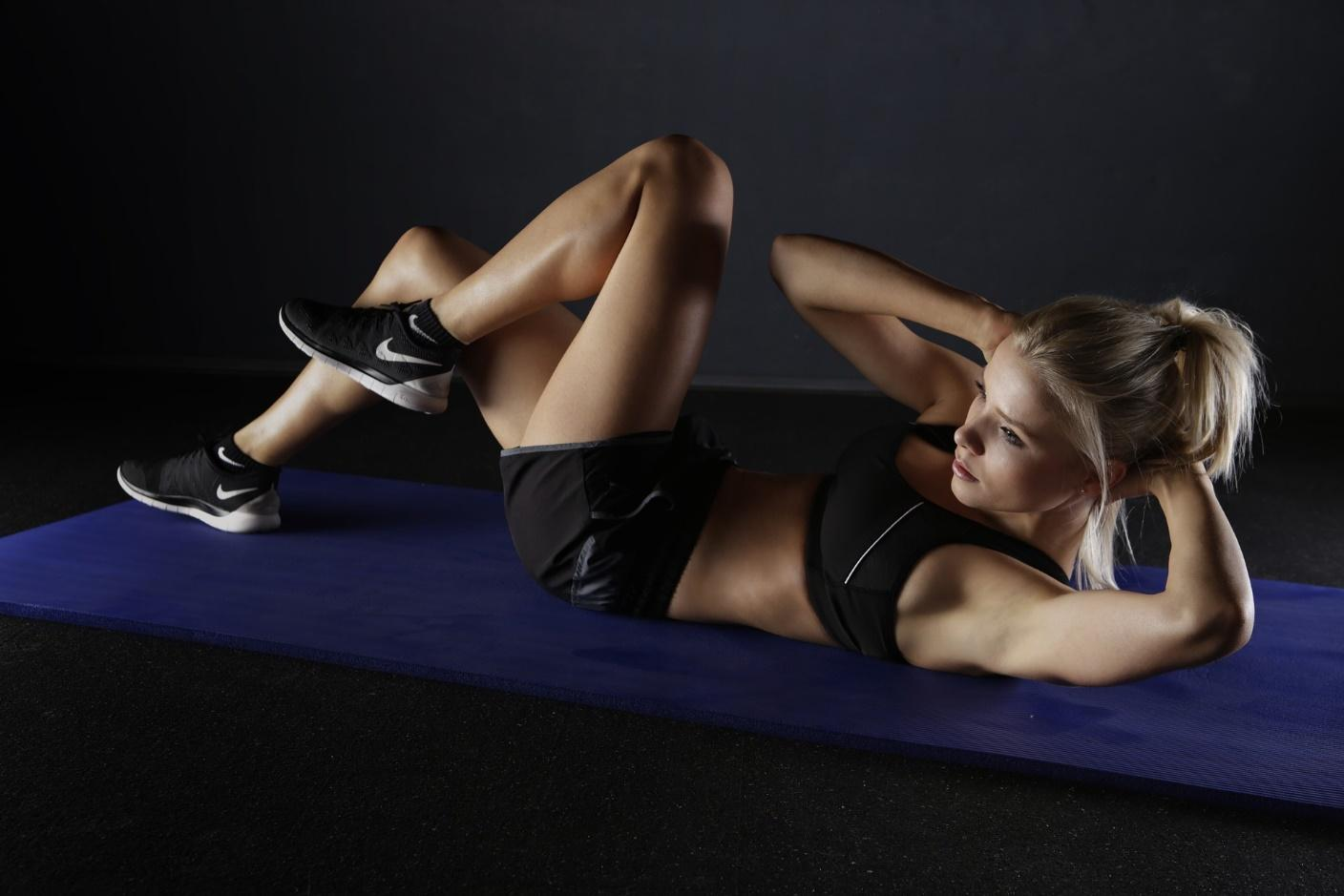 5 Easy Target Exercises to Lose Belly Fat = Crunches