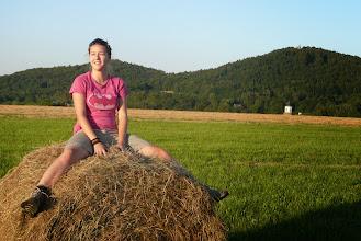 Photo: Slovenka Katu se rozhlíží po překrásné krajině Rychlebských hor