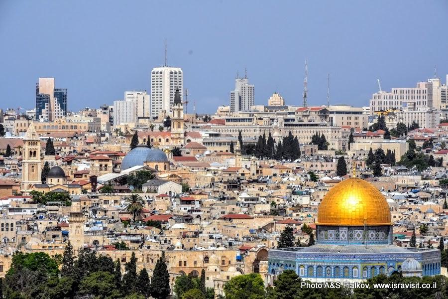Храмовая гора, Золотой Купол Скалы и Христианский квартал Иерусалима с Храмом Гроба Господня.