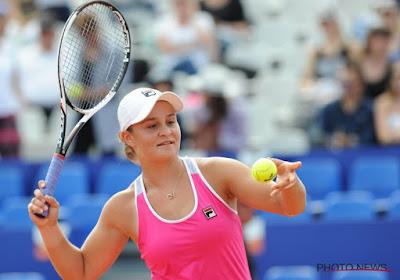 Barty gemakkelijk door maar Australian Open-winnares van 2020 ligt er al uit in Charleston