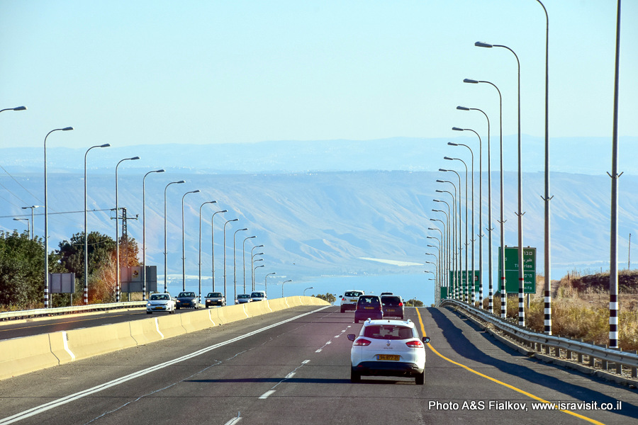 Дорога к озеру Кинерет. Пейзаж Израиля.
