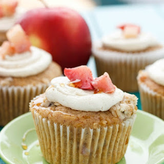 Apple Pie Cupcakes with a Crispy Topping