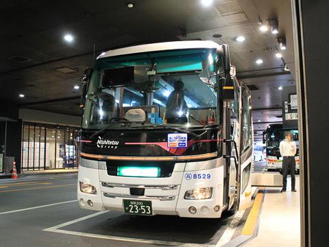 西鉄高速バス「ゆふいん号」 8529 西鉄天神高速バスターミナル改札中