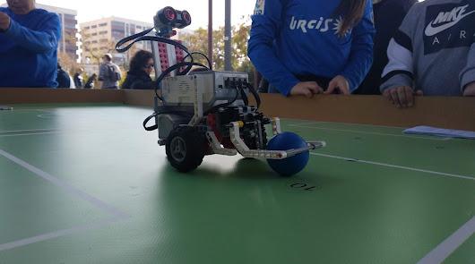 """Robots futbolistas para demostrar """"que la ciencia no entiende de género"""""""