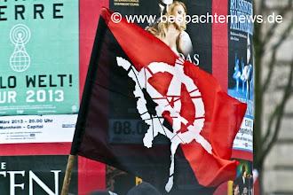 Photo: Die rote Front und die schwarze Front...