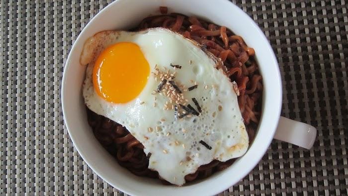 계란과 김가루 투하