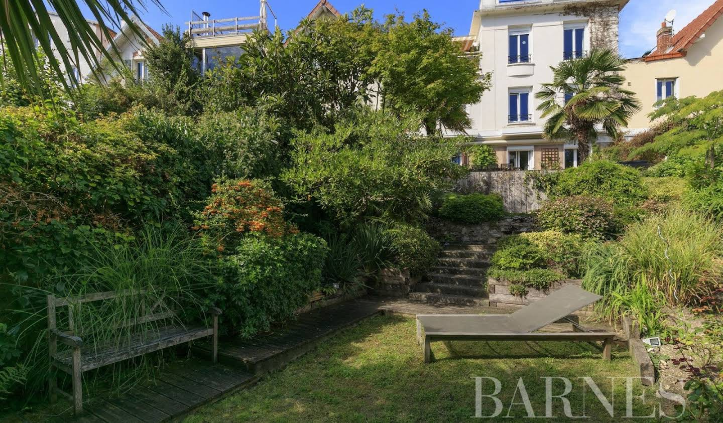 House with terrace Suresnes