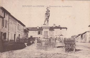 Photo: 82 - Beaumont-de-Lomagne  Monument des Combattants