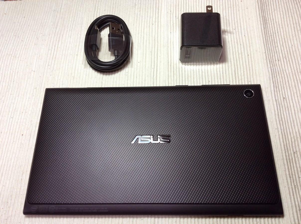 ASUS MeMO Pad 7(ME572CL)の本体と付属品