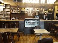 Shake It Up Cafe & Lounge photo 1