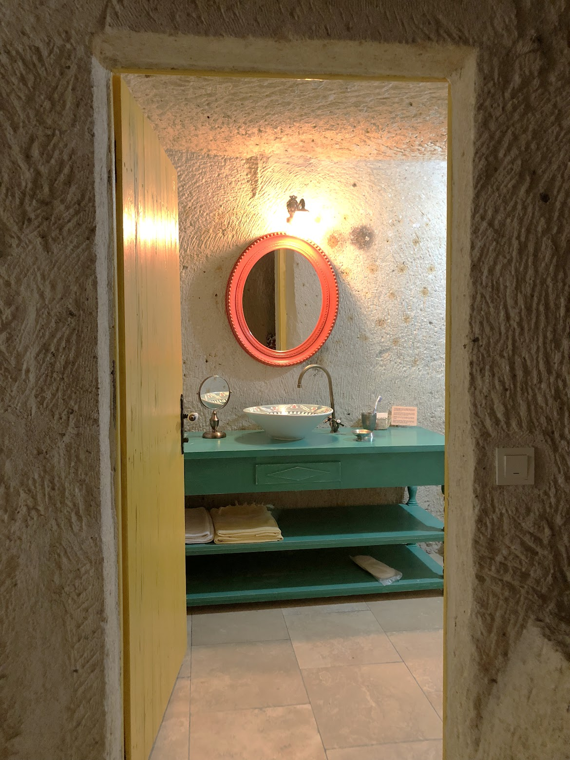 hezen cave hotel bathroom