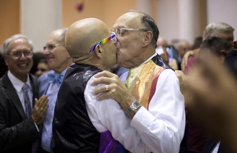 HOMOSEXUALES IDIOTAS.jpg