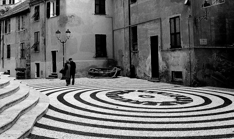 Piazza della Concordia. di Naldina Fornasari