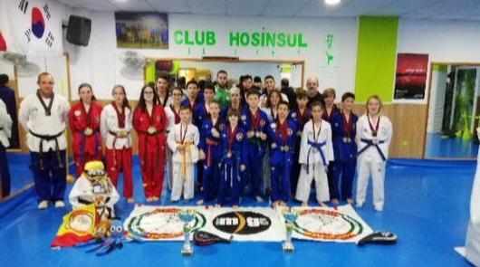 El club Hosinsul de Roquetas hace podio