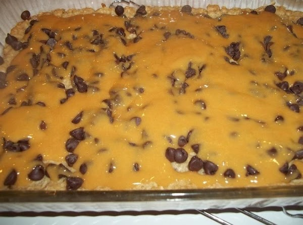 Sprinkle chocolate chips over crust. Drizzle caramel mixture over chocolate chips.