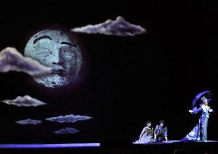 Photo: Wiener Staatsoper: HÄNSEL UND GRETEL. Inszenierung Adrian Noble. Premiere 19.11.2015. Ileana Tonca, Daniela Sindram, Annika Gerhards. Copyright: Barbara Zeininger