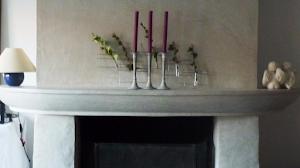 habillage de cheminée pour rénovation en béton ciré par Les Bétons de Clara applicateurs béton ciré
