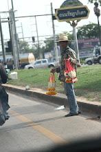 Photo: Gatvės prekeivis.  Street vendor.