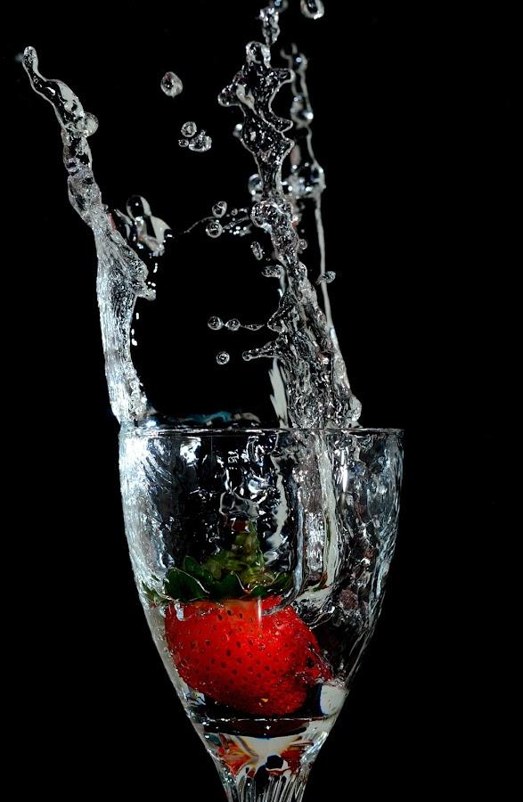 Strawberry falls by Imanuel Hendi Hendom - Food & Drink Fruits & Vegetables