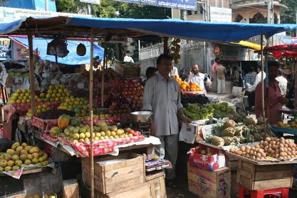 Mercato della frutta a Secunderabad di quartodiluna